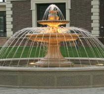 Уличный фонтан